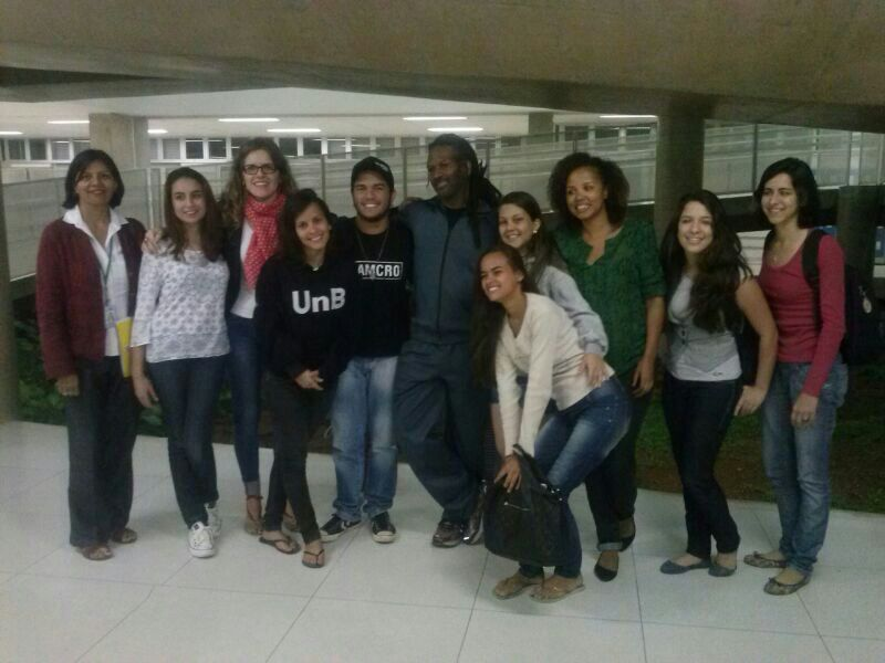 Participantes do debate no campus Ceilândia juntamente com o Prof. Carl Hart